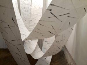 Installation mit Papier und Tusche