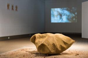 Contemporary Art Kunst mit Material Erde Erinnerung